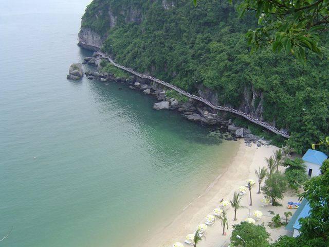 Vẻ đẹp của đảo Cát Bà vừa lạ vừa quen qua cảm xúc của du khách  Du-lich-cat-ba-vao-mua-he-2_zpsakq2asdx