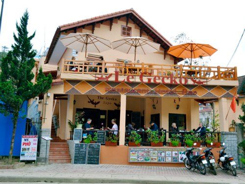 Các quán cà phê du khách có thể vừa nhâm nhi ly cà phê thơm nồng Nhung-quan-ca-phe-co-goc-nhin-dep-o-sa-pa-2_zpscvth8oqz