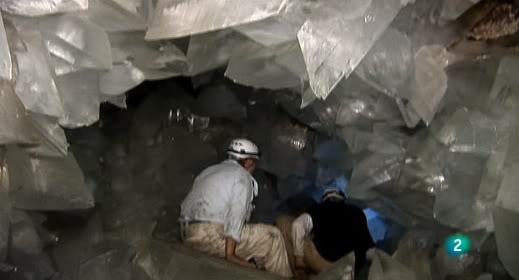 Documental -- El misterio de los cristales gigantes ElMisterioCristalesGigantes_5_zps41ea23c7