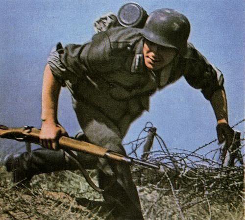 Οχυρά γραμμής Μεταξά - Σελίδα 5 Grenadier_im_angriff