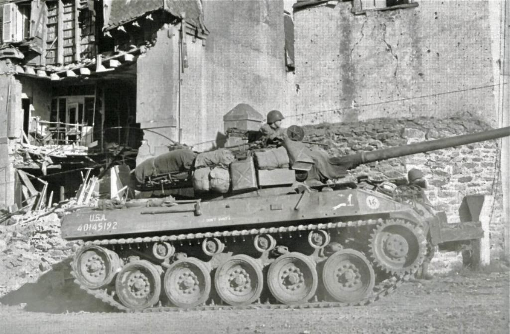 m8 greyhound+m18hellcat M18-6brest1944_zpse477201a