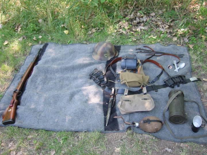 Οχυρά γραμμής Μεταξά - Σελίδα 6 Field_gear_on_blanket