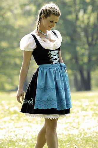 Нравится ли Вам австрийская национальная одежда? Dirndl_5_by_dkrane
