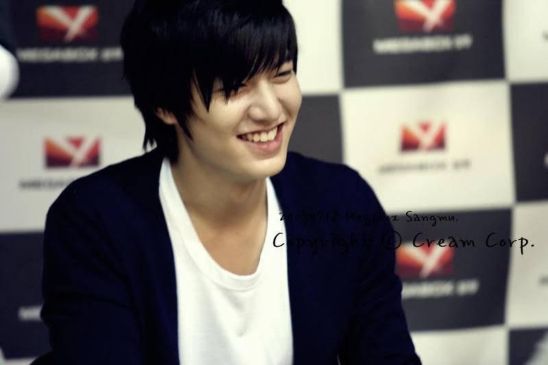 [Pics] Fan Signing Event in GwangJu 3551575766_908949f6_Megabox-Sangmu3