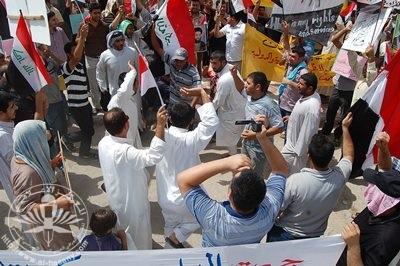 تظاهرة حاشدة تطالب بالخدمات وترفض السياسة الفاسدة التي تمارس 121-6