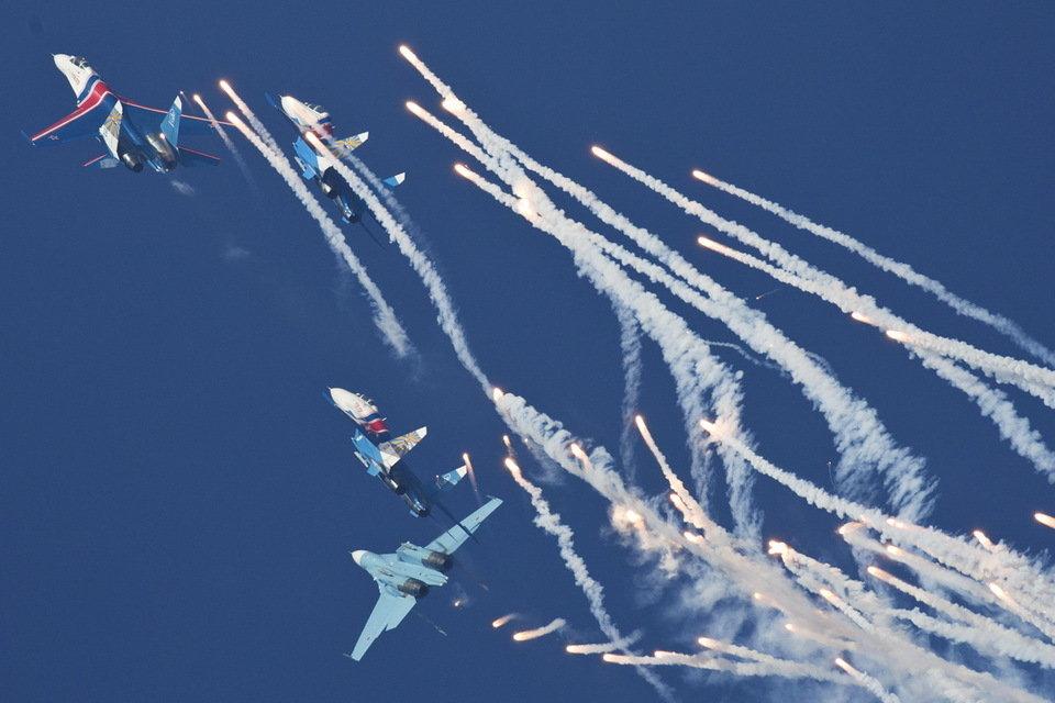 قراءة مابين سطور معرض  تشوهاى للطيران عام 2012 EoYcI_zpsd0f2bae6