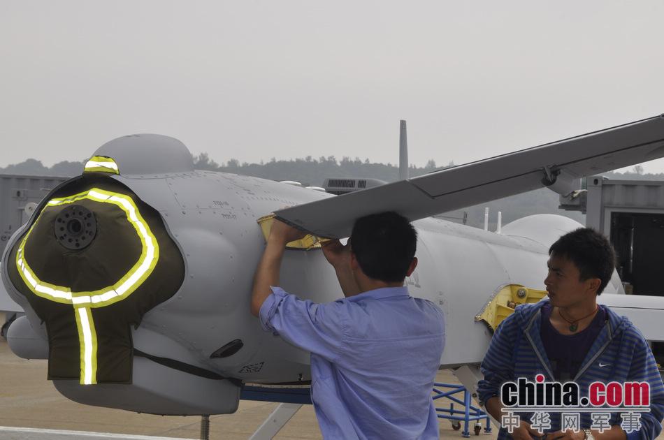 قراءة مابين سطور معرض  تشوهاى للطيران عام 2012 LpaFv_zps232de903