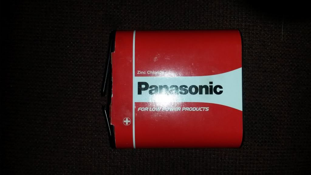 What size batteries go in the spotlight??? 20140425_121050_zpsbc9d5a53