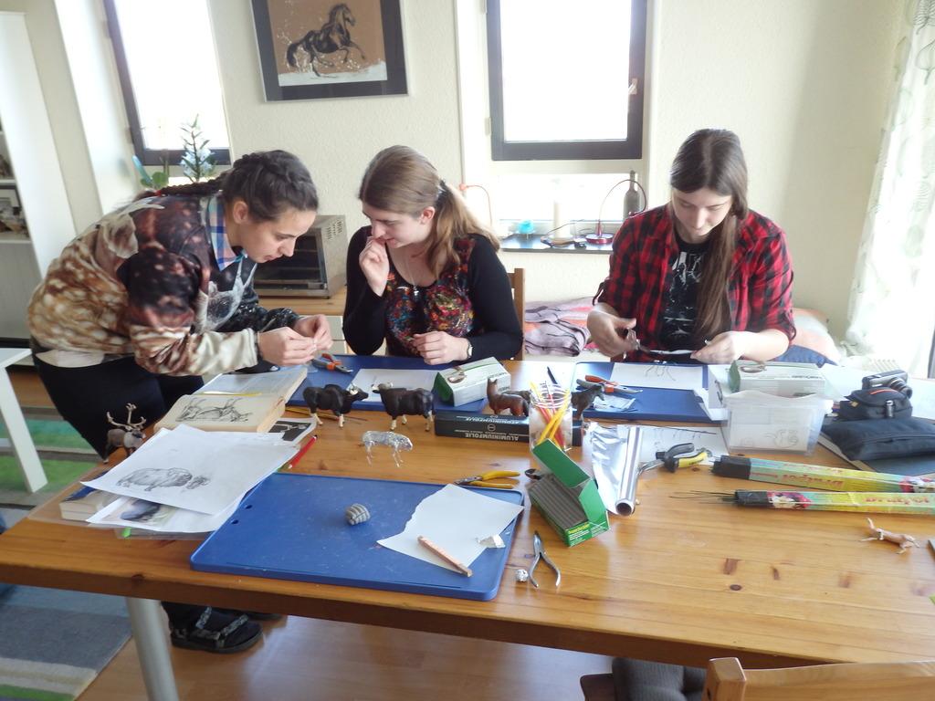Free animals sculpting workshop Autumn 2015 - Page 2 PB210003_zpsszo5g237