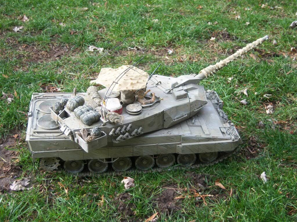 I have started my Leopard 2A6 conversion to a 2A6M CAN ( Afganistan) Leopard2012-12-15005_zps13664ddf