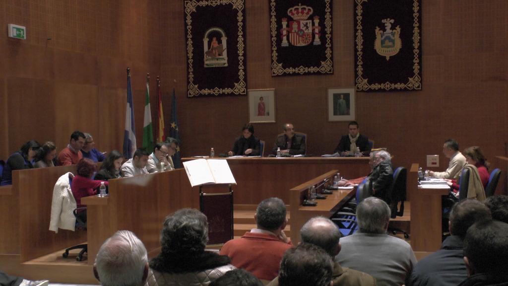 Pleno Municipal Extraordinario - Presentación Presupuestos 2013 - Arahal 12/05/2013 S1290008_zpsbd149a0f