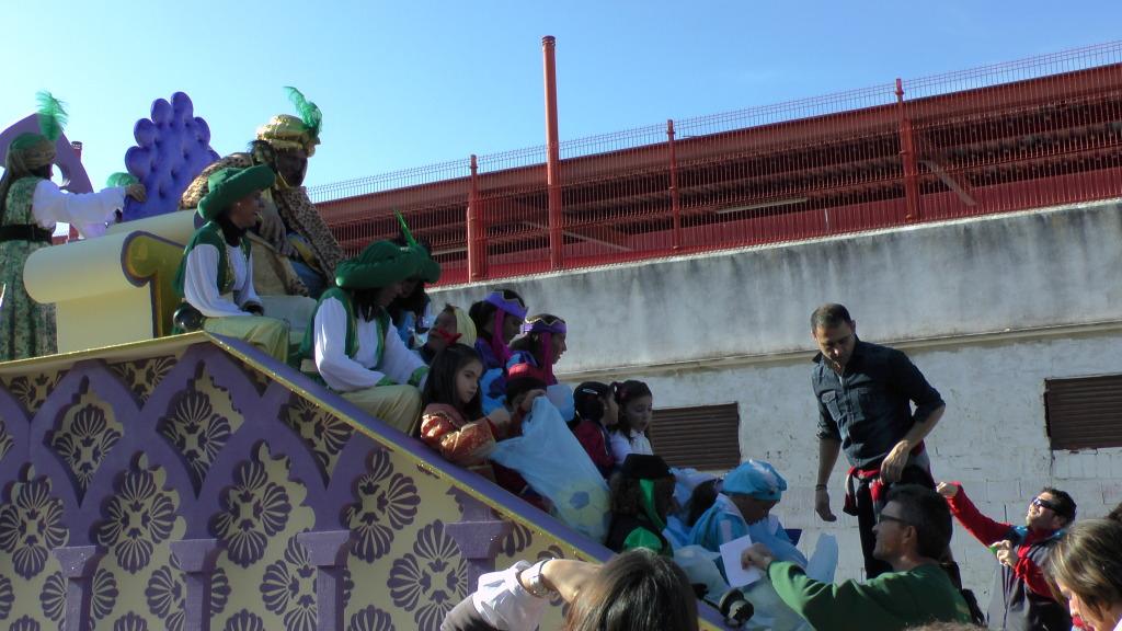 Cabalgata de Reyes Magos en los Barrios de Arahal 2013 S1230199_zps881c1428