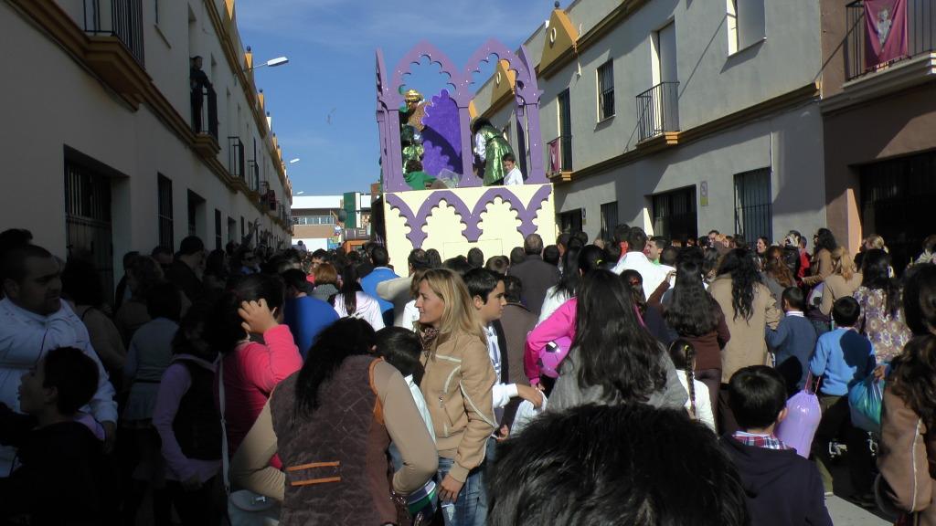 Cabalgata de Reyes Magos en los Barrios de Arahal 2013 S1230233_zps148c8495