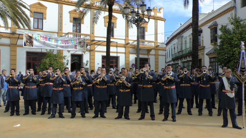 Concierto solidario: Banda CCTT Jesus Nazareno Arahal 2012 S1160033_zpsd6de4d3a