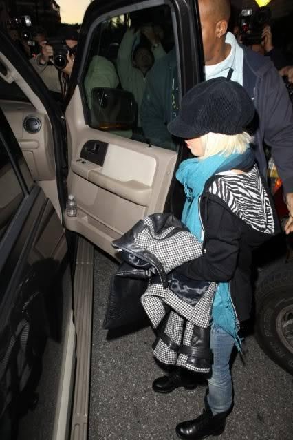 Video + Pics: Christina despues del accidente 22/12 SPL147439_021