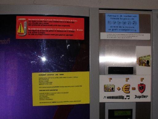 2012 : PISTAGE DES CITOYENS : SATELLITES, CAMERAS, SCANNERS, BASES DE DONNEES, IDENTITE & BIOMETRIE Distributeurliberticide10