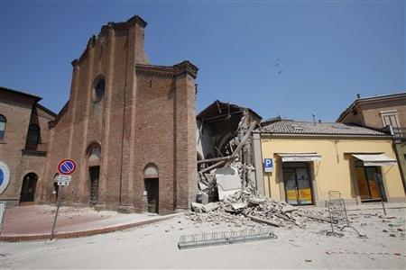 ERUPTIONS, TREMBLEMENTS DE TERRE ET TSUNAMIS Italie_sisme