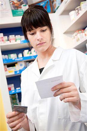 2013 : PISTAGE DES CITOYENS : SATELLITES, CAMERAS, SCANNERS, BASES DE DONNEES, IDENTITE & BIOMETRIE Pharmacienne
