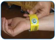 2012 : PUCES IMPLANTABLES, RFID, NANOTECHNOLOGIES, NEUROSCIENCES, N.B.I.C., TRANSHUMANISME  ET CYBERNETIQUE ! - Page 4 UHF_Gen2_Wristband-single-use