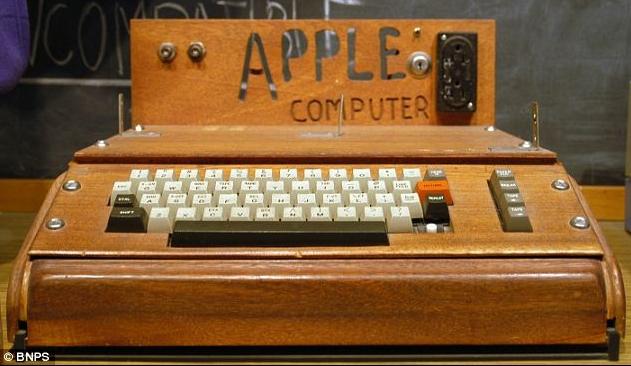 2013-2016 : 666, PUCES IMPLANTABLES, RFID, NANOTECHNOLOGIES, NEUROSCIENCES, N.B.I.C., TRANSHUMANISME ET CYBERNETIQUE ! - Page 3 Apple-1-computer-auction_zps978ec6c2