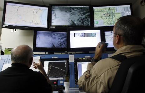 2013 : PISTAGE DES CITOYENS : SATELLITES, CAMERAS, SCANNERS, BASES DE DONNEES, IDENTITE & BIOMETRIE Drones-amerique-surveillance-vie-privee