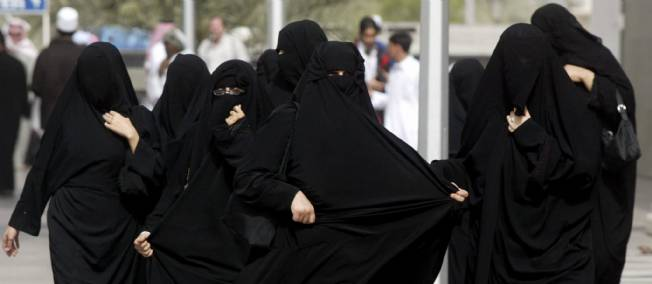 2012 : PISTAGE DES CITOYENS : SATELLITES, CAMERAS, SCANNERS, BASES DE DONNEES, IDENTITE & BIOMETRIE Femmes-saoudiennes-fantmesnoirs
