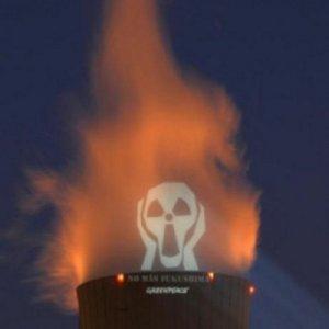 DEPOPULATION VIA LA TECHNOLOGIE NUCLEAIRE - Page 2 Greenpeace_nucleaire-01-76eea