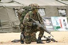FASCISME, DICTATURE, ETAT-POLICIER, TERRORISME D'ETAT - Page 5 Soldat