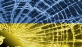 NOUVEL ORDRE MONDIAL : DE QUOI SE COMPOSE-T-IL, ET QUELS SONT SES BUTS ? - Page 26 Broken-glass-or-ice-with-a-flag-ukraine_zpsae65ebf7