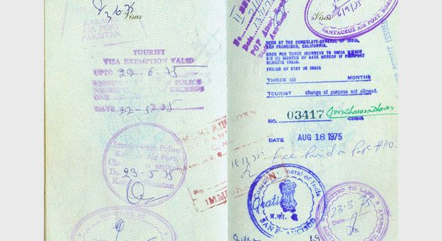 2012 : PISTAGE DES CITOYENS : SATELLITES, CAMERAS, SCANNERS, BASES DE DONNEES, IDENTITE & BIOMETRIE Vieuxpasseport