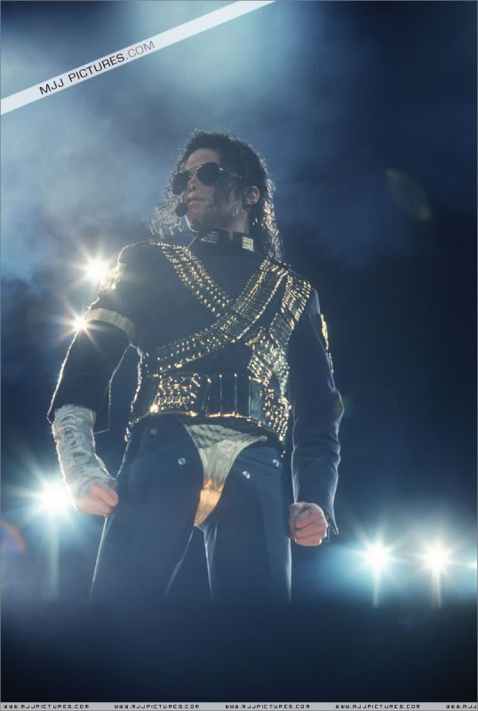 Dangerous World Tour Onstage- Jam 001-1