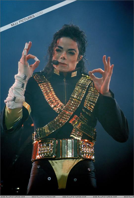 Dangerous World Tour Onstage- Jam 004-1