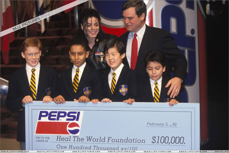 1992- Pepsi & Heal The World Foundation Press Conference 005-19