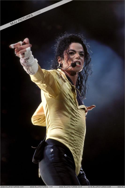 Dangerous World Tour Onstage- Wanna Be Startin' Somethin' - Human Nature 005-6