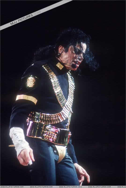 Dangerous World Tour Onstage- Jam 006-1