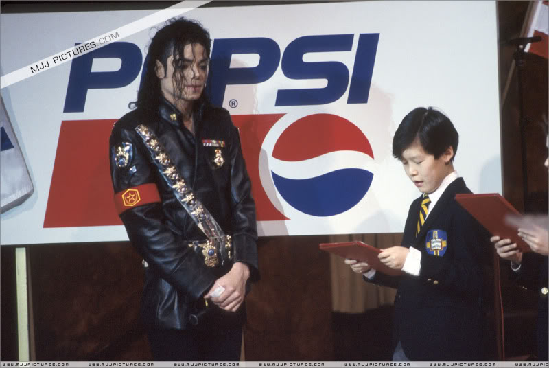 1992- Pepsi & Heal The World Foundation Press Conference 007-17