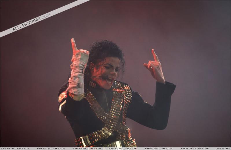 Dangerous World Tour Onstage- Jam 011-1