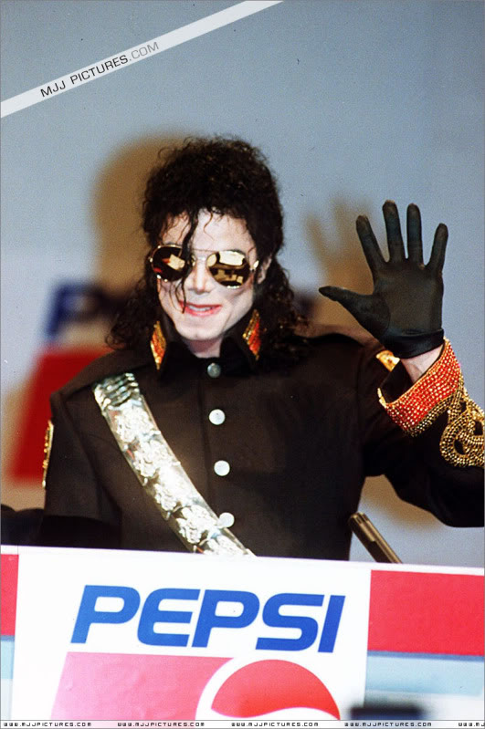 1992- Heal The World Foundation Press Conference 012-15
