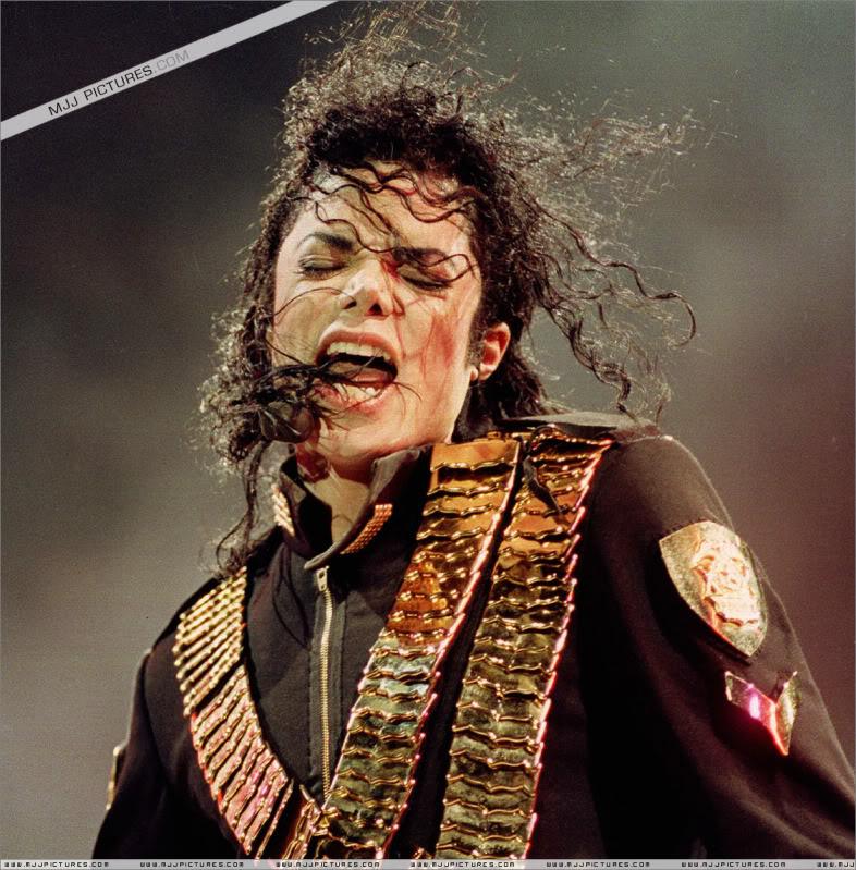 Dangerous World Tour Onstage- Jam 013-1