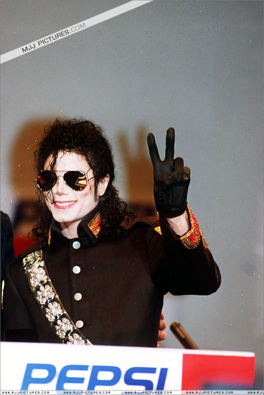 1992- Heal The World Foundation Press Conference 013-14