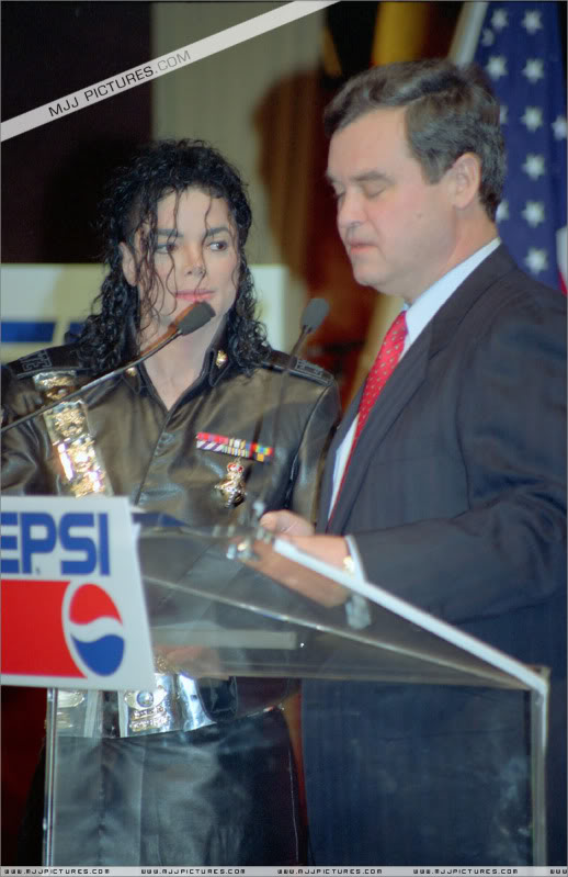 1992- Pepsi & Heal The World Foundation Press Conference 014-14