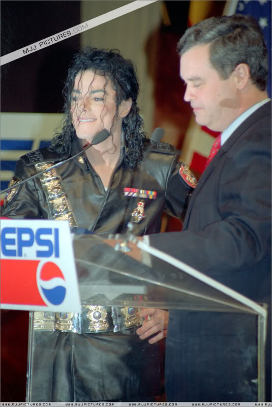 1992- Pepsi & Heal The World Foundation Press Conference 015-13