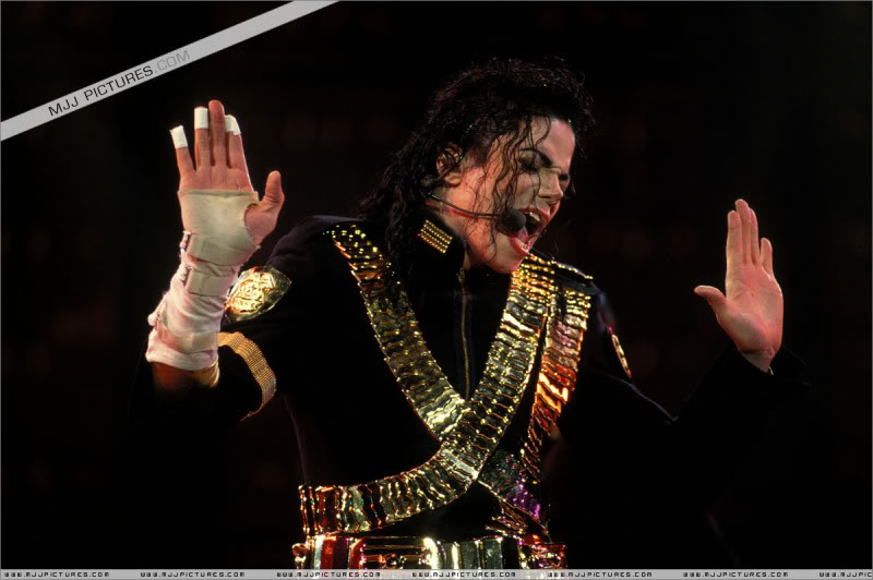 Dangerous World Tour Onstage- Jam 022-1