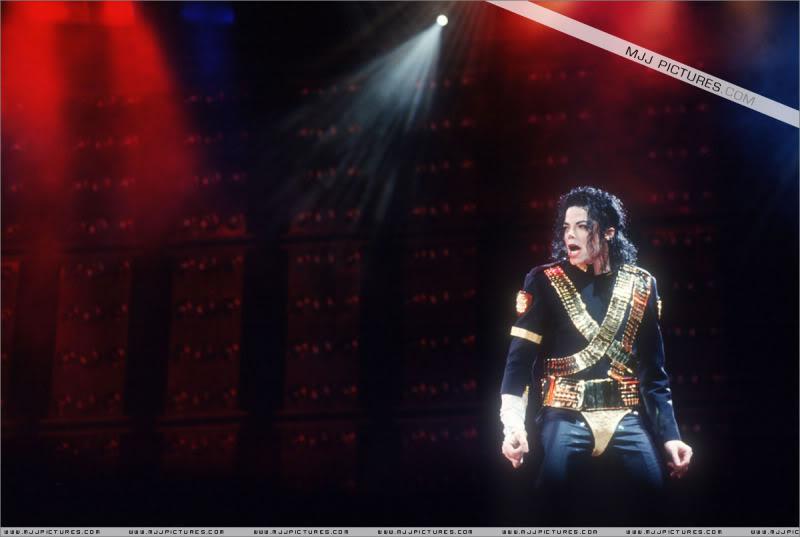 Dangerous World Tour Onstage- Jam 023-1