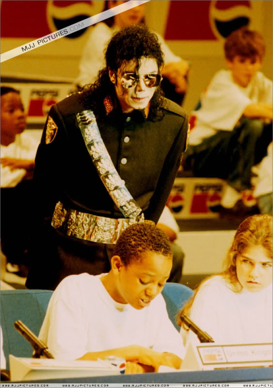 1992- Heal The World Foundation Press Conference 024-8