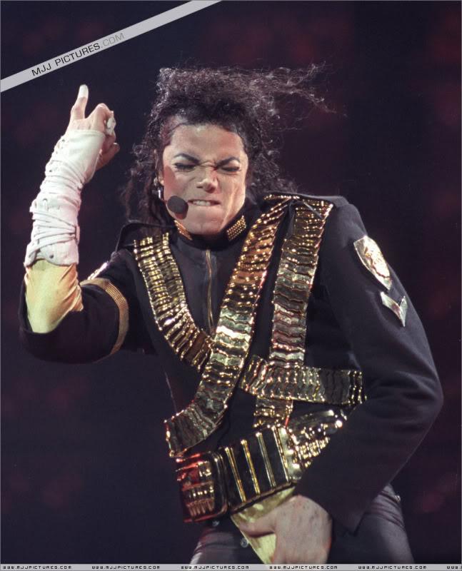 Dangerous World Tour Onstage- Jam 025-1