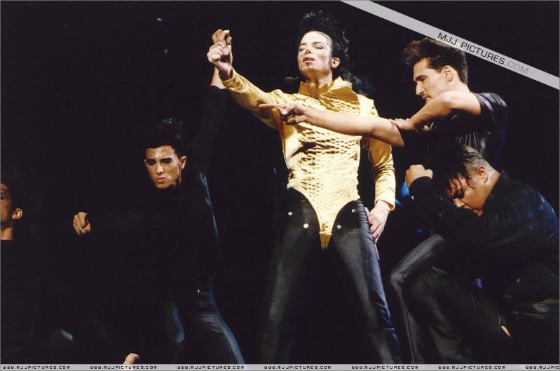 Dangerous World Tour Onstage- Wanna Be Startin' Somethin' - Human Nature 028-3