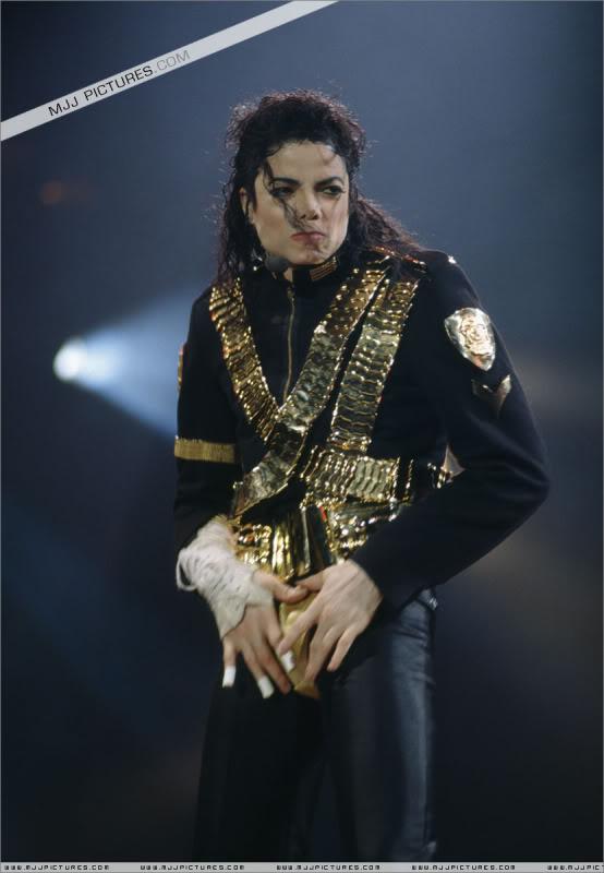 Dangerous World Tour Onstage- Jam 032-1