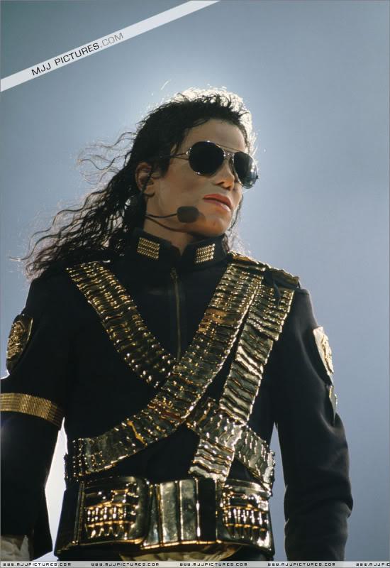 Dangerous World Tour Onstage- Jam 034-1