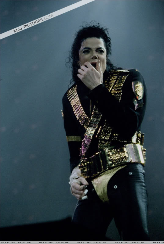 Dangerous World Tour Onstage- Jam 036-1